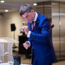 Hugo Duchesne élu Meilleur Sommelier du Québec